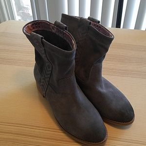 NWOT TOMS women's boots size 7
